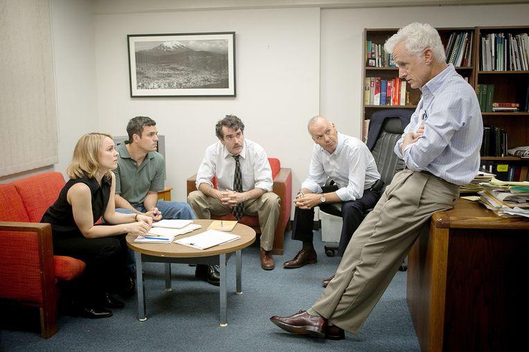 Van links naar rechts: Rachel McAdams, Mark Ruffalo,  Brian d'Arcy James, Michael Keaton en John Slattery in Spotlight. Beeld