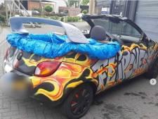 Politie in Apeldoorn plukt gepimpte Ford 'Ka-brio' met zwembad achterin van de weg