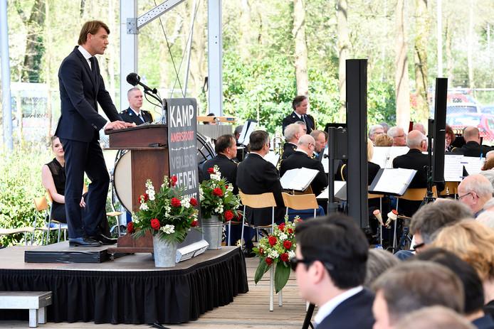 Hardinxvelder Kim Putters spreekt in Kamp Amersfoort.