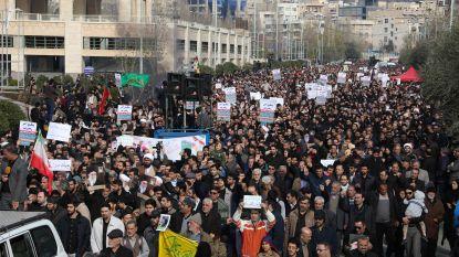 """Honderdduizenden woedende Iraniërs komen op straat: """"Witte Huis kan al beter doodskisten bestellen"""""""