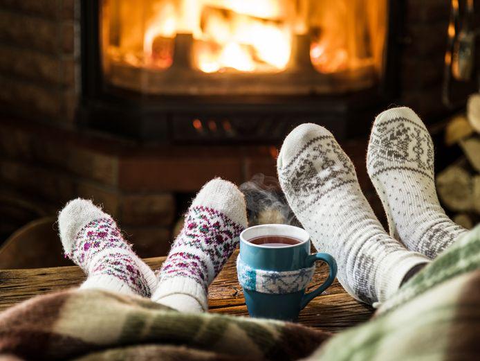 Geef jezelf eens een dag vrij van alle kerststress, zegt psycholoog Thijs Launspach. 'Boek een dag sauna, ga een eind wandelen, of drink warme chocolademelk terwijl je in de verte staart.'