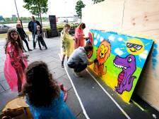 Graffiti-kunstenaars fleuren The Wall op voor het goede doel