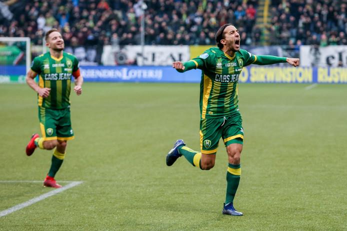Abdenasser El Khayati viert zijn goal namens ADO tegen Feyenoord.