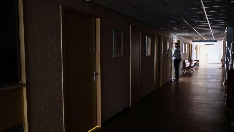 Van alles in MC Slotervaart herinnert aan het ziekenhuis. Rond de onttakeling werken de huurders door. Beeld Joris van Gennip