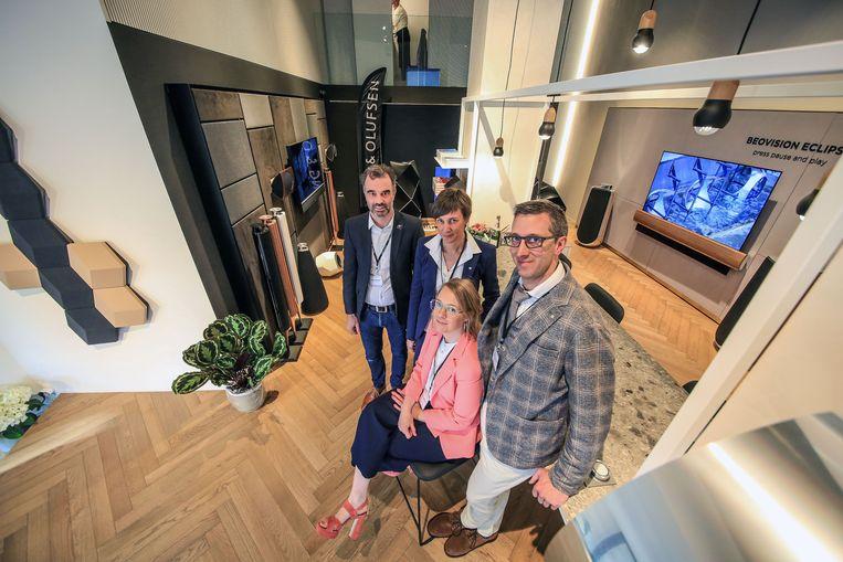 Steven Demeyer, die de winkel zal bemannen, bij William Rosseel, zijn zus Isabelle Rosseel, en zijn echtgenote Els Ingelbrecht.