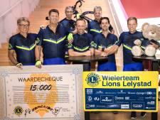 Wielrenners uit Lelystad fietsen vijftien mille bijeen voor goede doel
