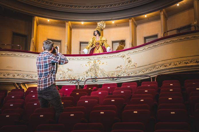 Fotoshoot in de Minard: Queen of the Theater.
