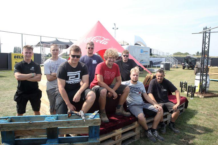 De organisatoren van Kar.tjee bouwen het festivalterrein aan Laekelinde op.