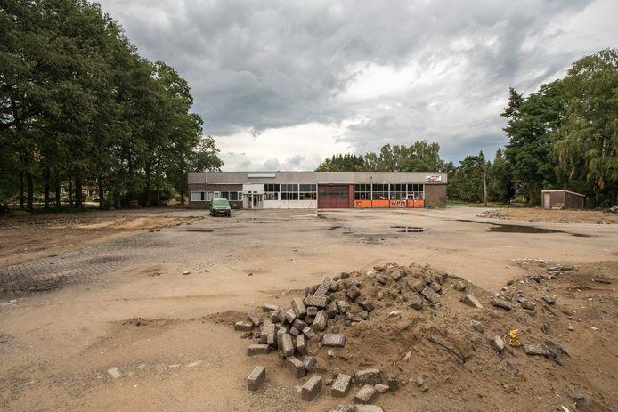 Een beeld van voormalig terrein Polsvoort. Het onbemande Tinq-tankstation is inmiddels afgebroken ten behoeve van de bouwplannen voor de wijk Bosstaete.  Na vele jaren komt de nieuwe wijk er dan toch.