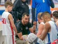 NR 43: Onbekend basketbaltalent bij Dolphins in Bemmel is 10 pas jaar oude Marten