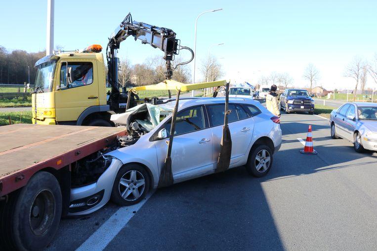 De bestuurder kwam er vanaf met lichte verwondingen.