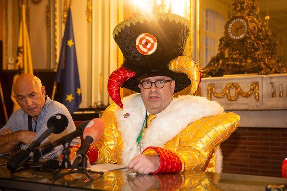 N-VA-burgemeester Christoph D'Haeze krijgt de volle lading op sociale media.