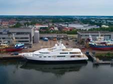 Dit luxe jacht van 15 miljoen euro kreeg een grote beurt op Urk