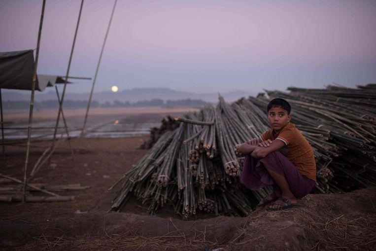 Een Rohingya-jongen in het vluchtelingenkamp Naybara. Beeld afp