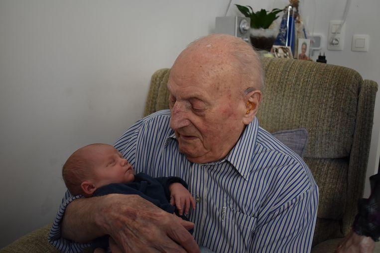 Gerard Schotte met achterkleinzoon Finn, twee jaar geleden.