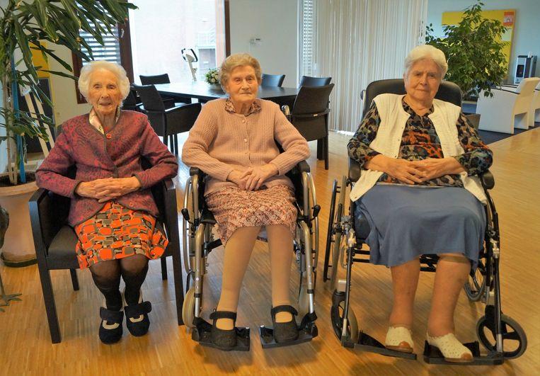 Cecile Braeckevelt (102), Zulma Ceenaeme (100) en Georgette Declerck (100). Drie eeuwelingen op een rij.