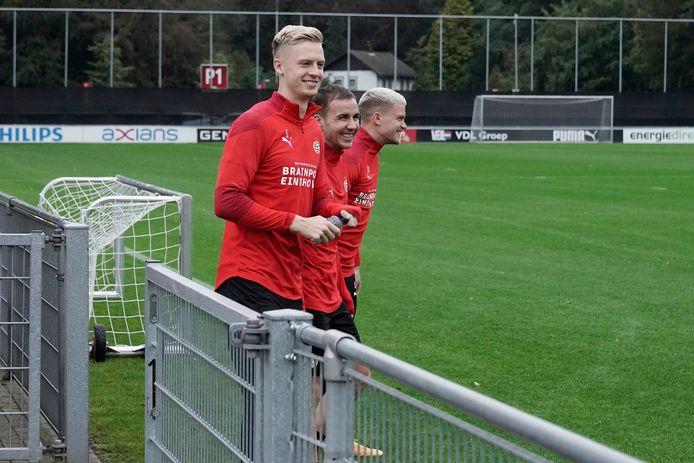 Timo Baumgartl, Mario Götze en Philipp Max bij de training van PSV.