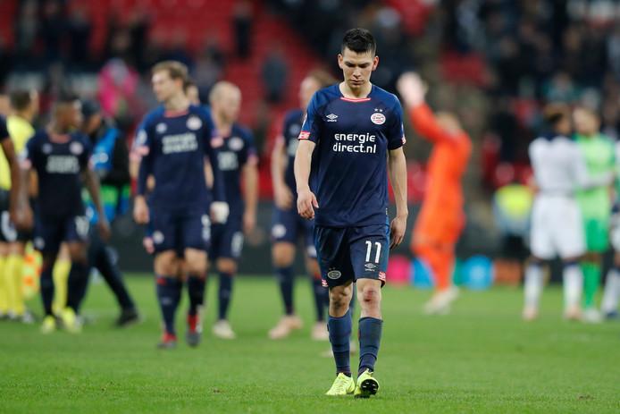 Teleurstelling bij de spelers van PSV na de late nederlaag op Wembley.