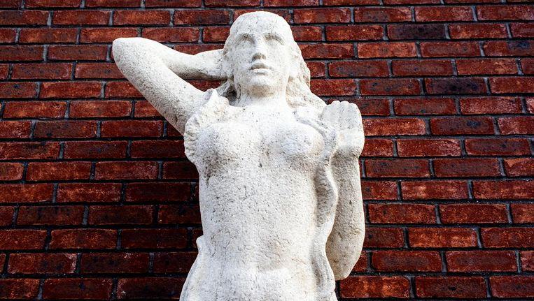 Kunstwerk De Baadster van de stadsbeeldhouwer Hildo Krop. Beeld Lin Woldendorp