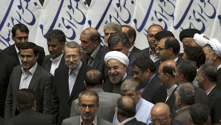 De Iraanse president Hassan Rohani (midden met witte tulband). Beeld ap
