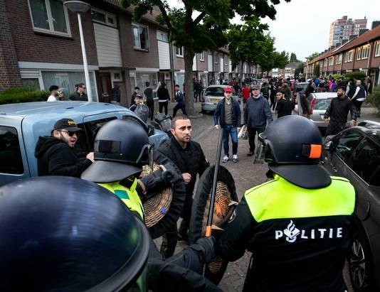 Pegida betoging Eindhoven ME drijft de betogers uiteen