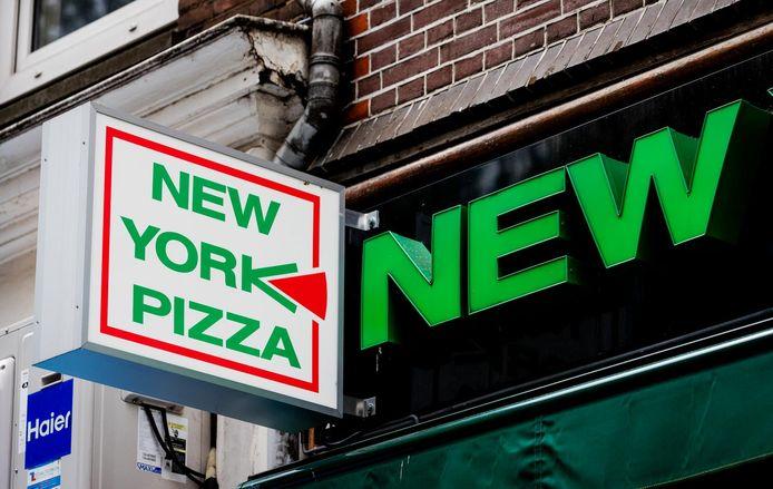 2017-07-24 00:00:00 AMSTERDAM - Logo van pizzaketen New York Pizza. ANP ROBIN VAN LONKHUIJSEN