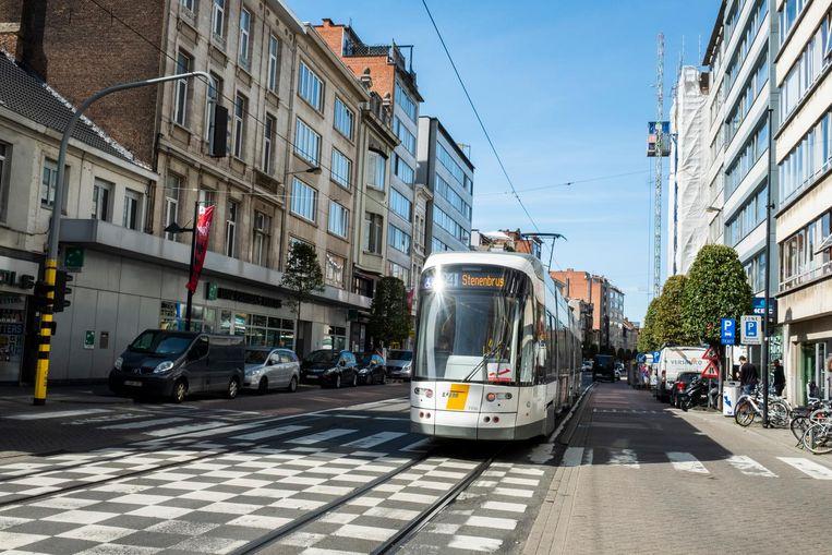 Zowel CD&V als sp.a is voorstander om de trams onder de grond te laten rijden, zodat er bovengronds veel meer beleving op de Turnhoutsebaan kan komen.