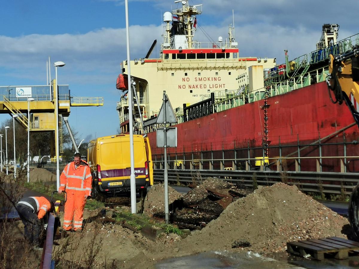 Verkennend onderzoek naar de ligging van de leidingen en kabels aan de Westkade is begonnen.