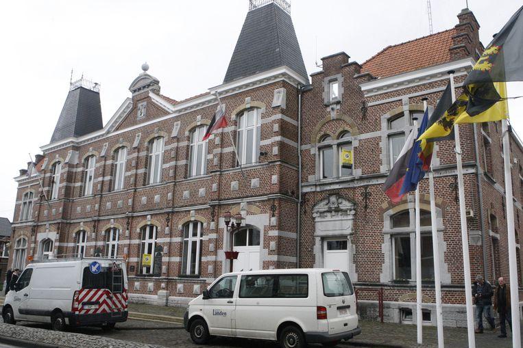 Het stadhuis van Landen zal voortaan ook OCMW-personeel huisvesten en stadspersoneel zal op haar beurt  naar het sociaal huis verhuizen.