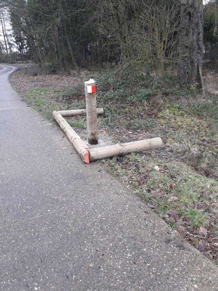 De fietspoorten werden vernield.