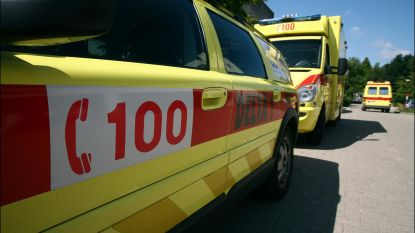Auto vat vuur na ongeval op Westerring