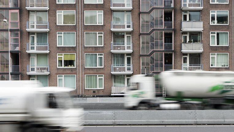 Woonhuizen langs de A10, de ring rond Amsterdam. Beeld anp