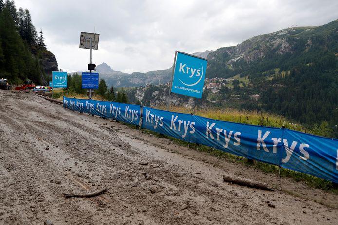 Het parkoers van de etappe leek alleen voor veldrijders begaanbaar.