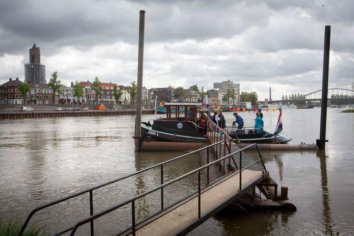 Pontje ASM1 is een van de inkomstenbronnen van de Stadsblokkenwerf in Arnhem-Zuid.