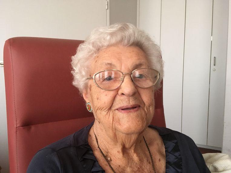 Clementina Dubin mocht deze week 100 kaarsjes uitblazen in woonzorgcentrum Herfstvreugde.
