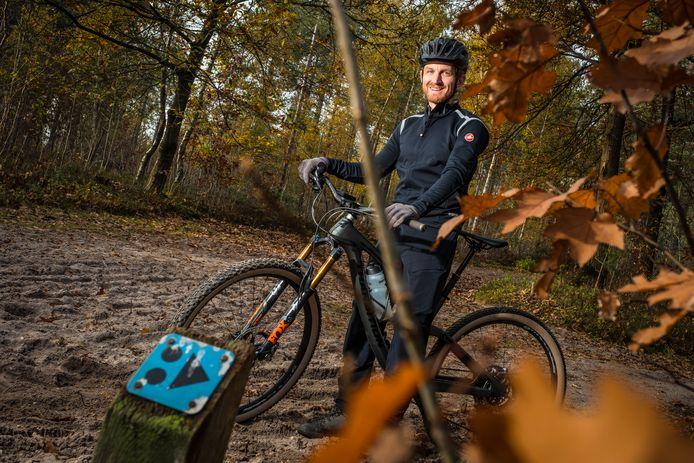 Van deze paaltjes ontbreken er nogal wat op de route van Hattem, waardoor veel mountainbikers het spoor bijster raken. Berno van der Wal wil daar nu wat aan gaan doen.