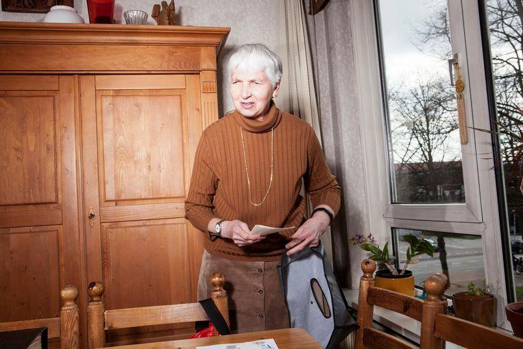 Marianne raakt mensen graag aan, maar niet iedereen vindt dat fijn Beeld Niels Blekemolen
