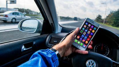 Deze app beloont je als je in de auto niet op je smartphone kijkt