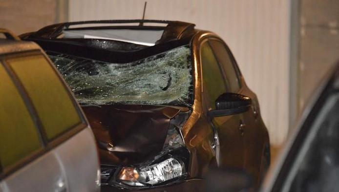De auto van de dader die betrokken was bij een dodelijk ongeluk op de Bredaseweg in Tilburg.