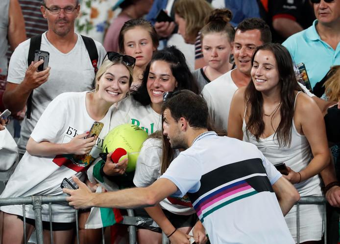 Grigor Dimitrov met een paar fans.