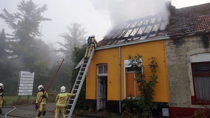 Kraakpand zwaar beschadigd na brand