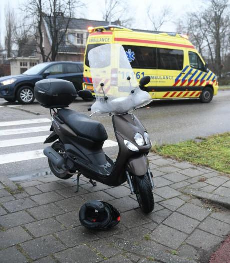 Scooterrijder lichtgewond na aanrijding in Hazerswoude
