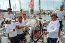 Jan de Kraker (rechts) en zijn bemanning vieren de zege in Spanje.