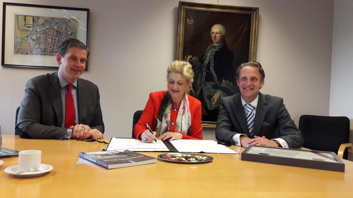 Burgemeesters Wouter Kolff (Dordrecht), Reinie Melissant (Gorinchem) en Pieter Verhoeve (Oudewater).