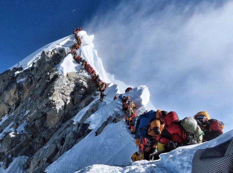 Deze foto van de lange wachtrij op de Everest ging viraal.