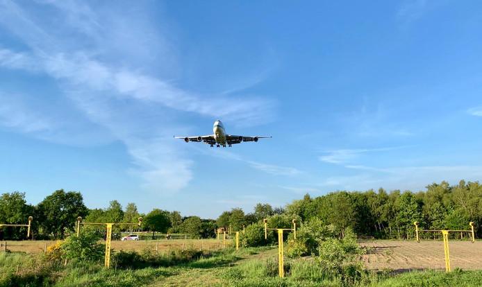 De Boeing 747 landt op Vliegveld Twenthe