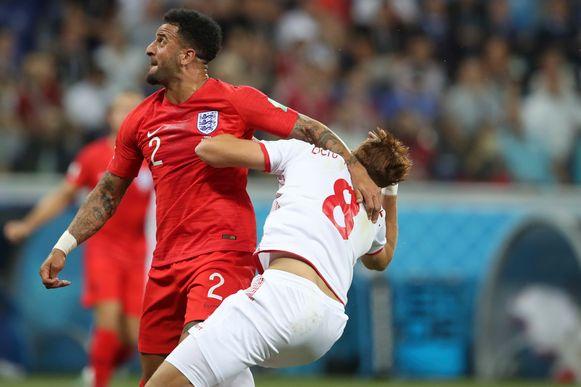 Fakhreddine Ben Youssef ging neer na contact met Kyle Walker in de zestien van Engeland. Tunesië kreeg een strafschop en zette die ook om.