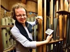 Door het tropische weer moeten duizenden pijpen van Sint-Jan orgel opnieuw gestemd worden... voor morgen
