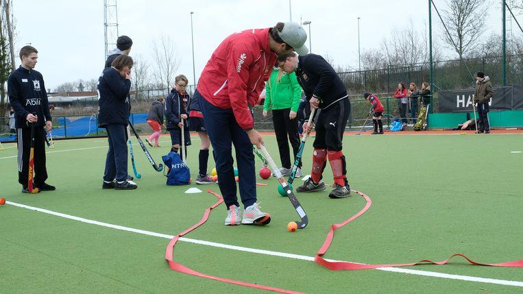 De leden van het nationale hockeyteam gaven mee training