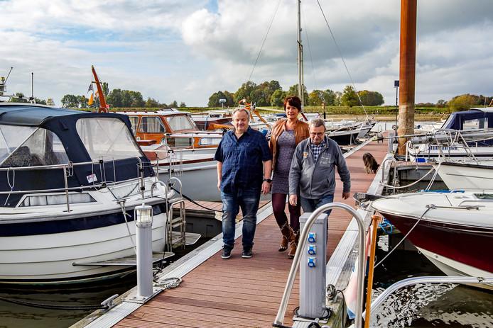 Peter Lammertink (L))Joop Mulder(R) en Nathalie Hendriks.